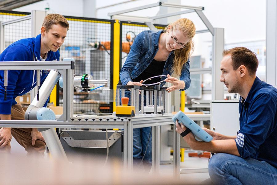 Die Bachelorstudiengänge Maschinenbau (B.Sc.) und Maschinenbau im Praxisverbund (B.Sc.), Bereich Robotik, der Hochschule Osnabrück gehören u.a. zu den wichtigen Impulsgeber der Region.