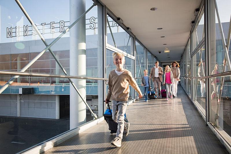 Der Flughafen Münster/Osnabrück ist der zentrale Flughafen für das westliche Niedersachsen, für Westfalen und auch für die östlichen Niederlande. Am FMO werden sowohl Linien- und Touristikflüge als auch Low-Cost-Flüge angeboten.