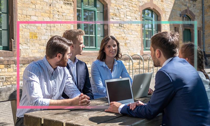 Bei der Unternehmensberatung StudenTop aus Osnabrück übertragen Studierende von Hochschule und Universität ihr Wissen in die Praxis.