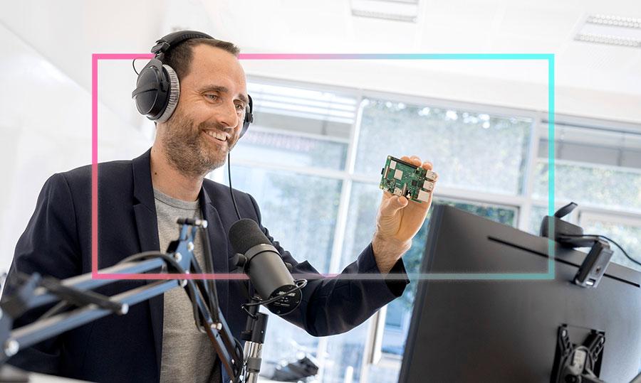 Als Professor für Wirtschaftsinformatik ist Nicolas Meseth im Digitalen ebenso zuhause wie in Osnabrück. Foto: Oliver Pracht/Hochschule Osnabrück