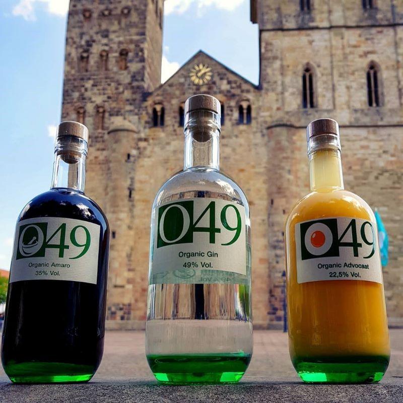 Drei Sorten O49 vor dem Osnabrücker Dom