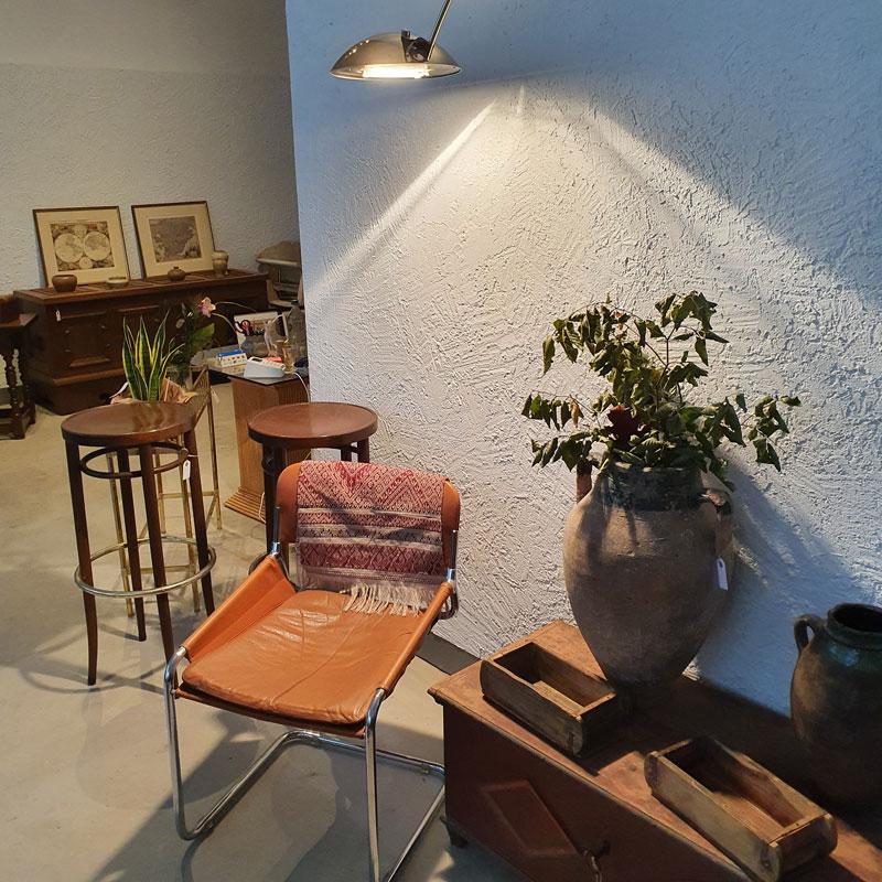 """Besonders im Trend sind derzeit Stücke aus dem """"Mid Century"""", der Zeit von 1940 bis 1960. Aber auch ältere Möbelstücke, Dekorationselemente und Bilder finden sich in dem Pop-up Store in der Lotter Straße 115 wieder."""