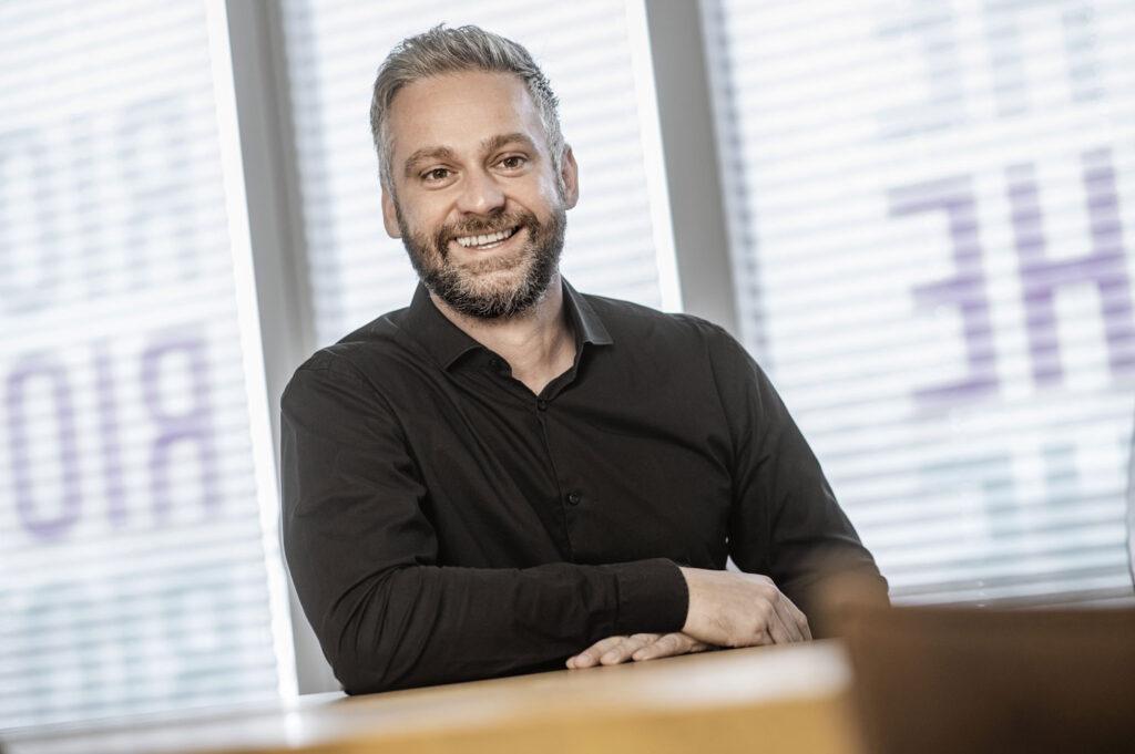 Marcel Führer, Geschäftsführer von Projekteins, wirbt mit Leidenschaft und Tatkraft für den Technologiestandort Osnabrück.
