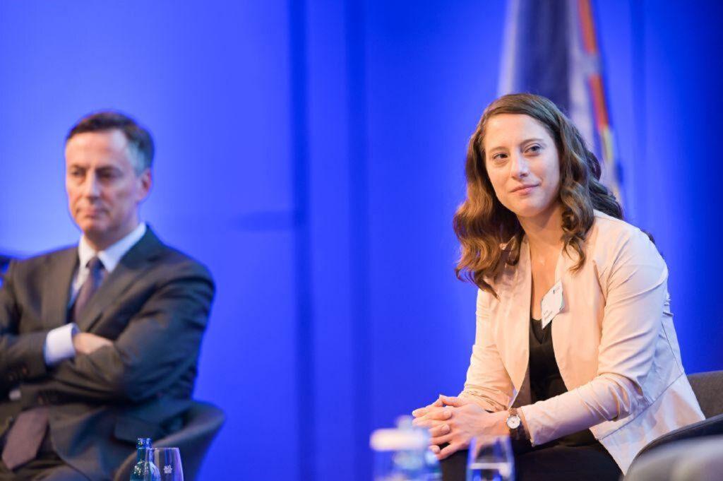 """Kora Blanken als Moderatorin der Veranstaltung """"Deutsche EU-Ratspräsidentschaften Gestern-Heute-Morgen"""". Foto: Mohssen Assanimoghaddam"""