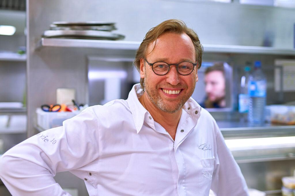 Spitzenkoch Thomas Bühner engagiert sich für soziale Zwecke und kocht am 25. März mit prominenter Unterstützung. Foto: Michael Holz
