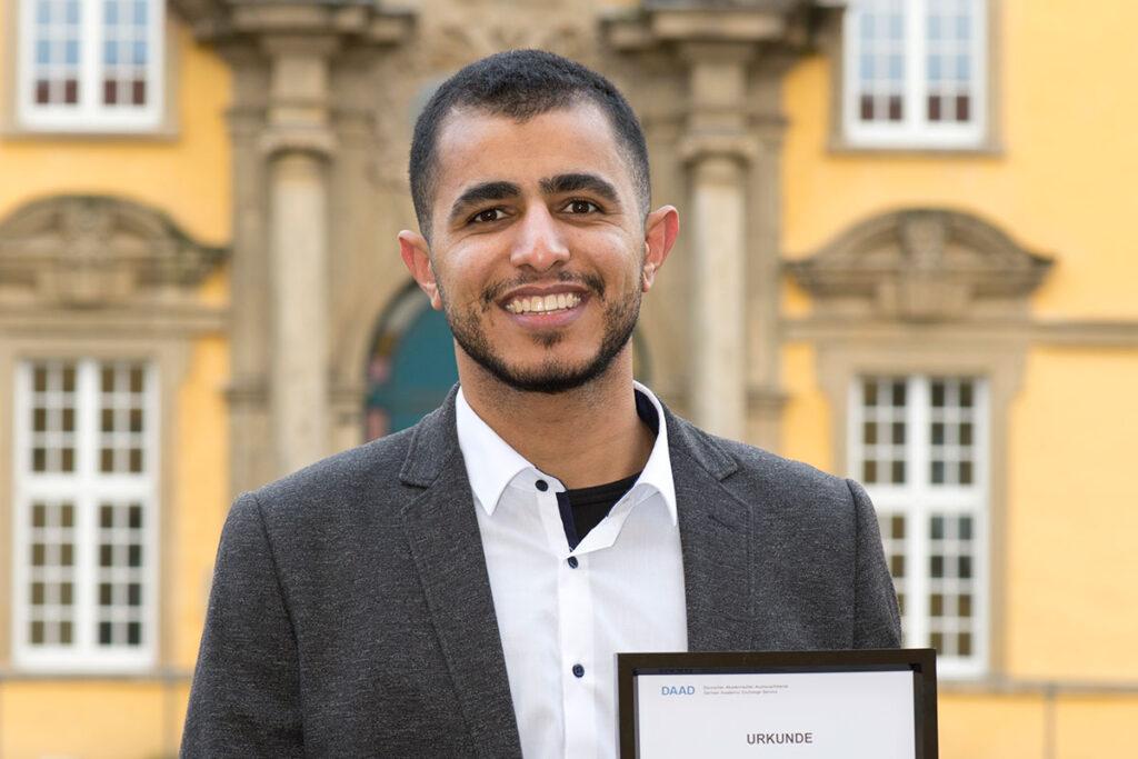 Mahmoud Farrag studiert Interkulturelle Beziehungen in Osnabrück. Foto: Philipp Hülsmann