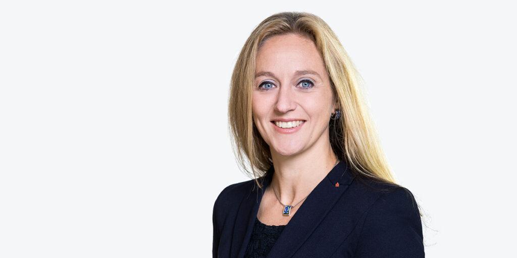Nancy Plaßmann war vor ihrer Vorstandsstätigkeit als Bereichsleiterin Vorstandsstab und als Geschäftsführerin der zwei Stiftungen der Sparkasse Osnabrück tätig.