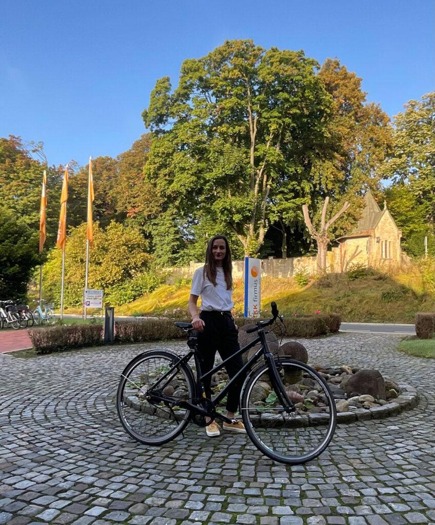 Maren Weitner arbeitet bei der BKK firmus in Osnabrück mit Sitz am Gertrudenberg. Hier ist das Osnabrücker Servicezentrum der BKK firmus seit 2003 zuhause - zentral gelegen und mit dem Fahrrad daher besonders gut zu erreichen.