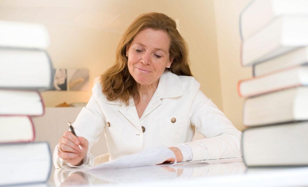 Sabine Reins ist Mitglied der Mörderischen Schwestern, Herausgeberin und Autorin von kriminellen Kurzgeschichten.